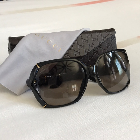 219bdfb8dd8 Gucci Accessories - Gucci oversized Sunglasses